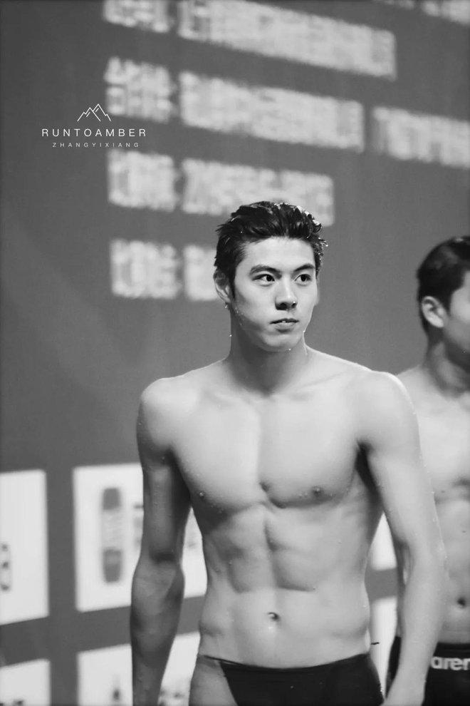 """Phát hiện mới của hội mê trai đẹp: Nam thần bơi lội với combo mặt thư sinh + body khét lẹt, mới 20 tuổi đã """"bén"""" chấn động - ảnh 10"""
