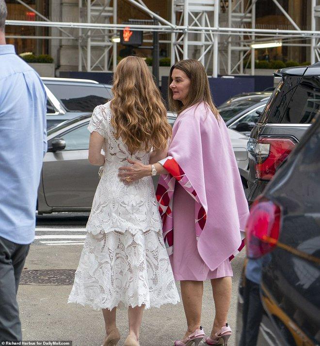 Ái nữ nhà tỷ phú Bill Gates lộ diện trước đám cưới, visual tựa công chúa của cô dâu mới khiến fan nức nở đẹp nhất từ trước đến nay - ảnh 4