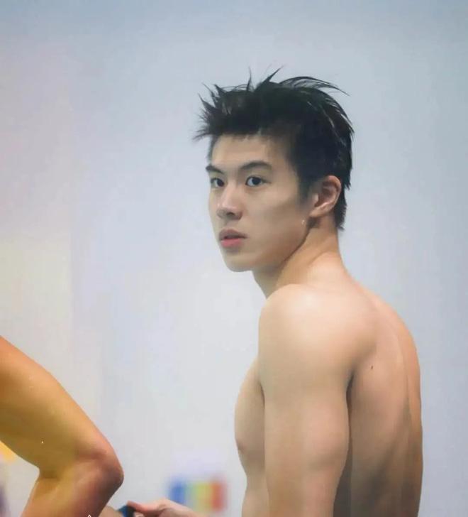 """Phát hiện mới của hội mê trai đẹp: Nam thần bơi lội với combo mặt thư sinh + body khét lẹt, mới 20 tuổi đã """"bén"""" chấn động - ảnh 8"""