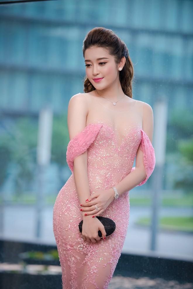 a-hau-huyen-my-xinh-dep-nhu-cong-chua5-16341868714081935080365.jpeg