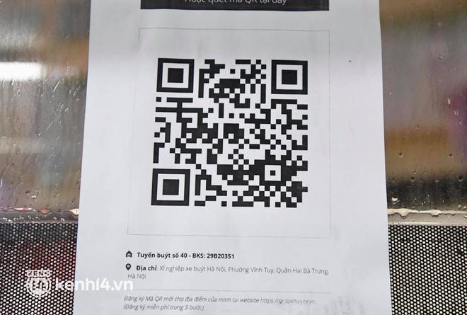 Hà Nội: Xe buýt, taxi hối hả chuẩn bị cho ngày đầu được hoạt động, đón khách trở lại - ảnh 9