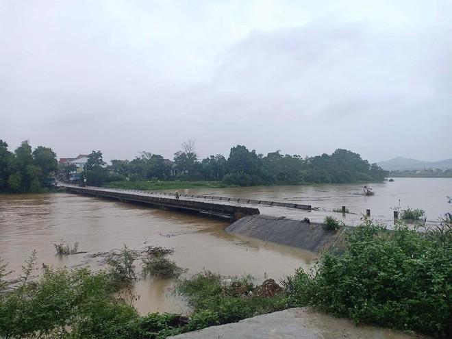 Hơn 42.000 học sinh Hà Tĩnh nghỉ học do ảnh hưởng của bão số 8 - ảnh 1