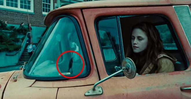 9 lỗi sai siêu lố trong Twilight khiến fan kêu trời kêu đất: Ảo lòi thế này mà qua mặt được bao nhiêu người! - ảnh 8