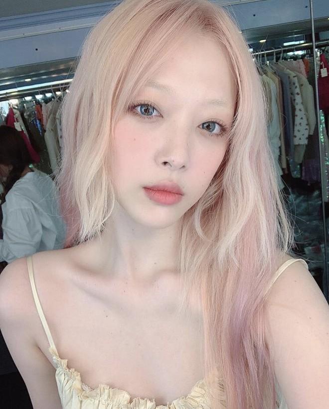 Sulli có quá nhiều dấu ấn khiến người ta phải nhớ về: Từ mái tóc hồng kinh điển đến những lần công phá sự kiện với style không giống ai - ảnh 11