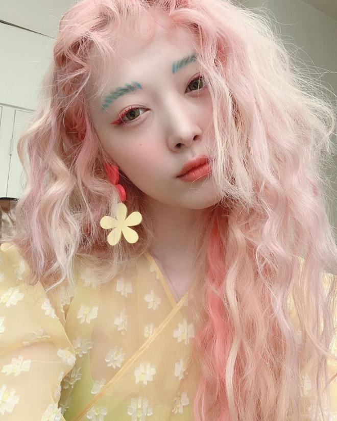 Sulli có quá nhiều dấu ấn khiến người ta phải nhớ về: Từ mái tóc hồng kinh điển đến những lần công phá sự kiện với style không giống ai - ảnh 13