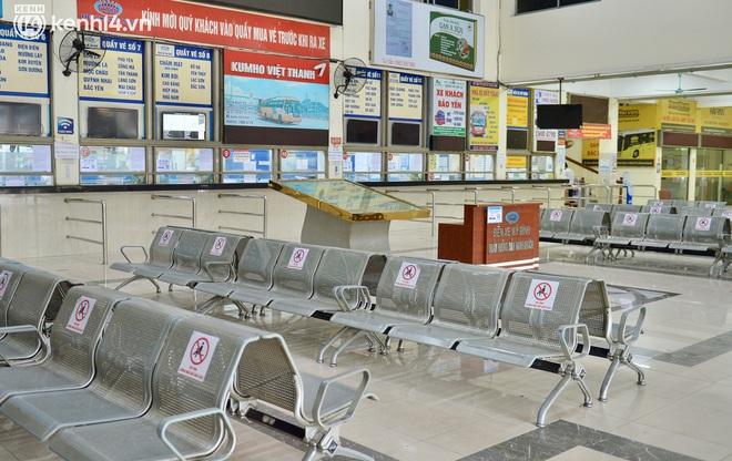 Diễn biến dịch ngày 14/10: Hành khách đi xe buýt, vận tải công cộng vào Hà Nội cần những thủ tục gì?; Vì sao TP.HCM chưa thể nới lỏng thêm các hoạt động như Hà Nội? - Ảnh 1.