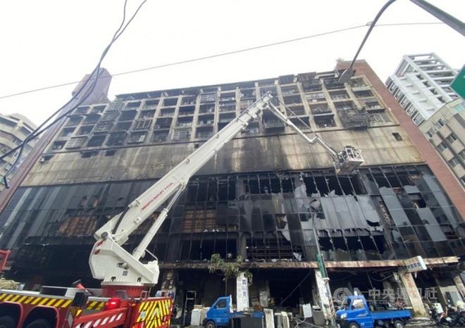 Cháy chung cư 13 tầng ở Đài Loan: Ít nhất 40 người chết, 60 người bị thương - ảnh 1