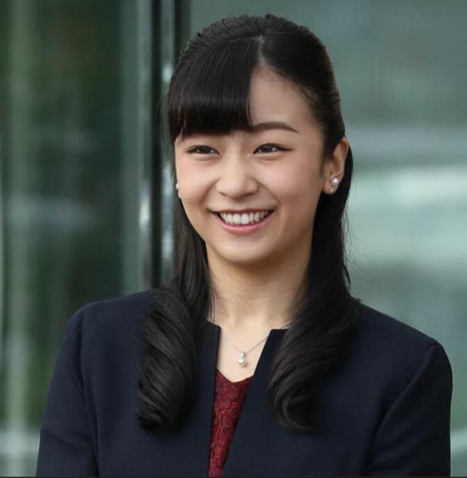"""""""Cô em gái trái ngược"""" của Công chúa Mako trả lời đầy ẩn ý khi bị hỏi về đám cưới gây tranh cãi của chị gái cùng hôn phu thường dân - ảnh 3"""