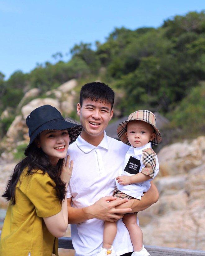 Cháu ngoại cựu chủ tịch CLB Sài Gòn diện đồ cực bảnh, danh tính người tặng bộ quần áo nghe xong còn xỉu ngang hơn nữa - ảnh 5