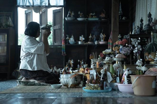 The Medium: Sợ hãi tột cùng, hồn bay phách lạc vì phim Shaman giáo tà ác và quỷ dị ở Thái Lan - Ảnh 5.
