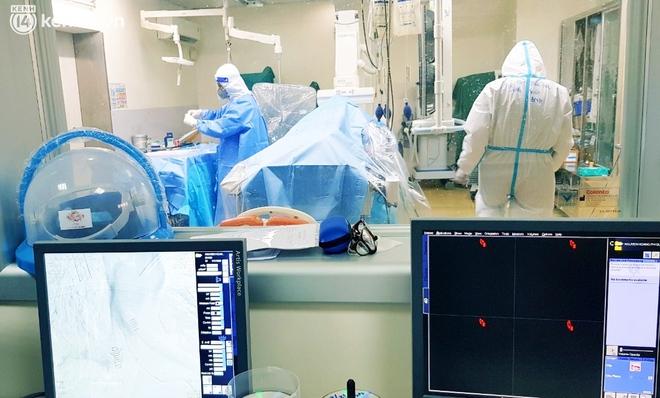 Kỳ tích: Cô gái 26 tuổi nhiễm Covid-19 ho ra máu, phải can thiệp ECMO 38 ngày đã được cứu sống - Ảnh 2.