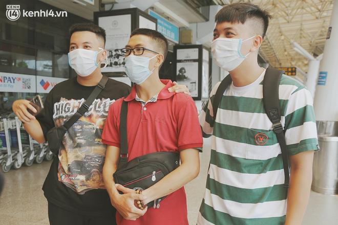 """Cái ôm bịn rịn của cô gái trường Y phải lòng chàng trai Hutech ngày tạm biệt Sài Gòn trở về Hà Nội: """"Hết dịch mình sẽ gặp nhau"""" - Ảnh 10."""