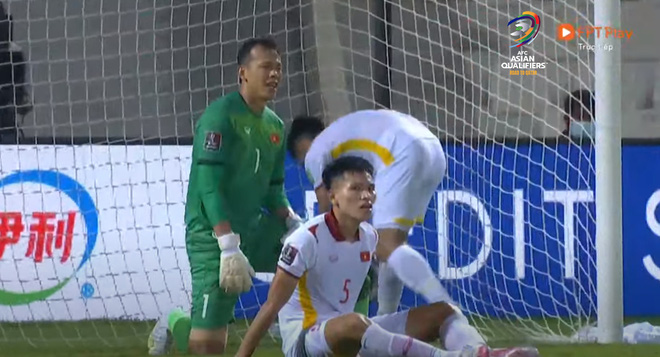 """Dân mạng """"quay xe"""" chỉ trích thậm tệ HLV Park Hang-seo và cầu thủ trẻ Thanh Bình, tấn công Facebook Tấn Trường - Ảnh 3."""