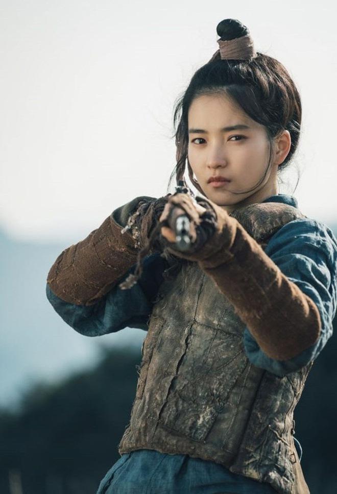 Nghề nghiệp của diễn viên Hàn trước khi nổi tiếng: Song Joong Ki vỡ mộng trượt băng, Kim Tae Ri bán sữa đậu nành - Ảnh 5.