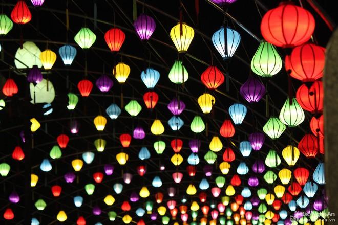 Pháo hoa rực sáng bầu trời Hà Nội, chúc mừng năm mới 2021 - Ảnh 5.