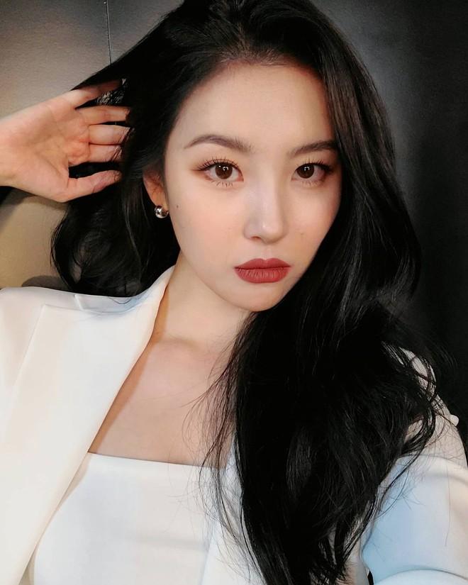 4 chiêu makeup đang được sao Hàn yêu thích, các nàng copy theo là nhan sắc long lanh hết nút - Ảnh 3.