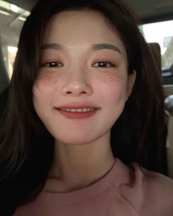 4 chiêu makeup đang được sao Hàn yêu thích, các nàng copy theo là nhan sắc long lanh hết nút - Ảnh 2.