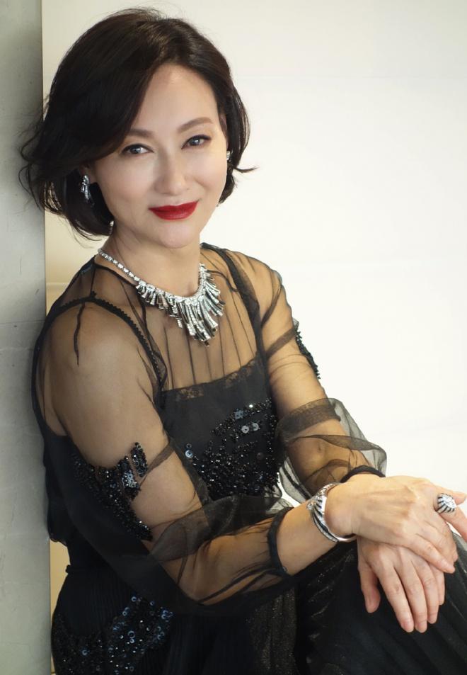 Mỹ nhân Hồng Kông 60 tuổi mà da vẫn đẹp nuột nà: Bí quyết ở 2 nguyên liệu rẻ tiền mà ai cũng có thể học theo - ảnh 1
