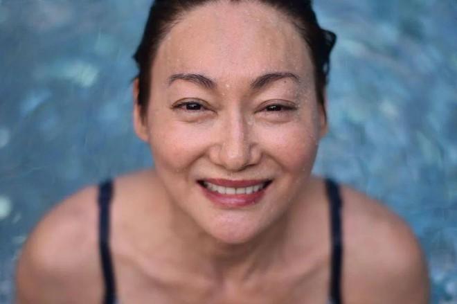 Mỹ nhân Hồng Kông 60 tuổi mà da vẫn đẹp nuột nà: Bí quyết ở 2 nguyên liệu rẻ tiền mà ai cũng có thể học theo - ảnh 3
