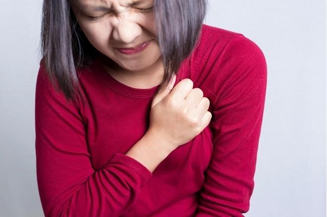 Cục máu đông đang hình thành khi cơ thể xuất hiện 2 cơn đau, 2 vết đỏ và 2 nếp nhăn bất thường - ảnh 1