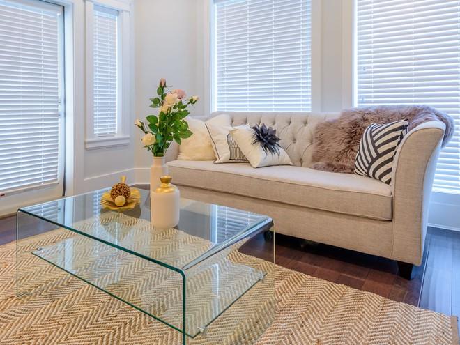 10 món đồ bạn nên cân nhắc tống khứ ra khỏi phòng khách để không gian bớt chật như nêm - Ảnh 1.
