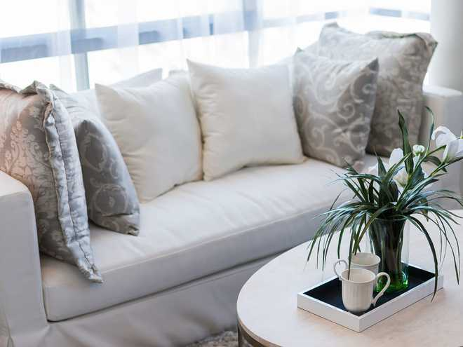 10 món đồ bạn nên cân nhắc tống khứ ra khỏi phòng khách để không gian bớt chật như nêm - Ảnh 2.