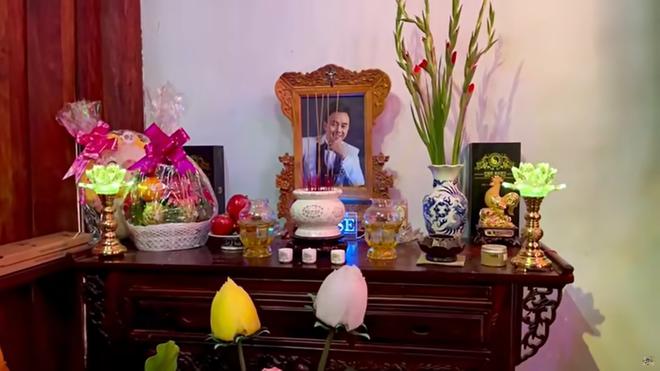 Lâm Vỹ Dạ, Phạm Quỳnh Anh và dàn sao tụ họp tại đền thờ tổ 100 tỷ của NS Hoài Linh, chia sẻ về cố NS Chí Tài gây xúc động - Ảnh 6.