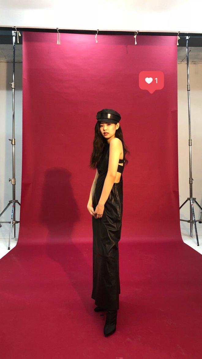 Choáng với thần thái của Jennie: High-fashion hết nấc, ảnh chụp vội mà đỉnh chẳng khác hình tạp chí - ảnh 9