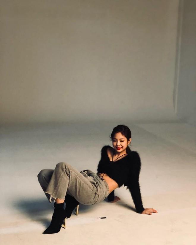Choáng với thần thái của Jennie: High-fashion hết nấc, ảnh chụp vội mà đỉnh chẳng khác hình tạp chí - ảnh 10