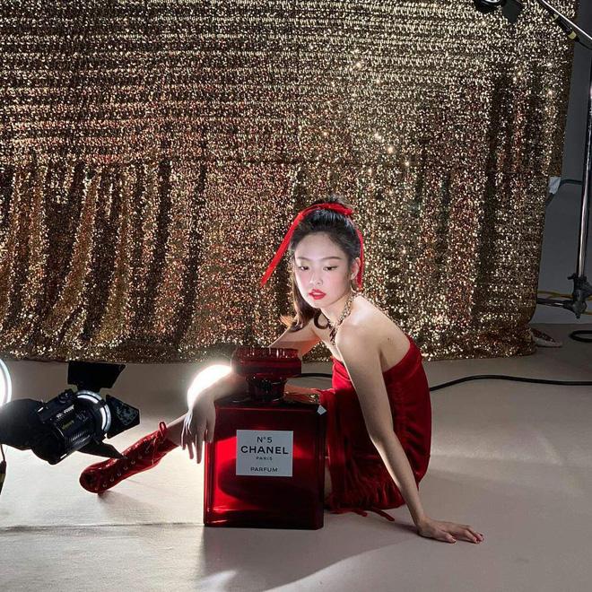 Choáng với thần thái của Jennie: High-fashion hết nấc, ảnh chụp vội mà đỉnh chẳng khác hình tạp chí - ảnh 4