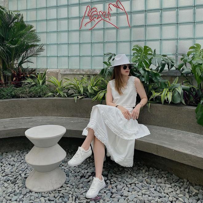 5 mẫu giày hoàn hảo để mix với váy trắng: Vừa tôn dáng hết cỡ, vừa tăng gấp mấy lần vẻ tinh tế và sang chảnh - Ảnh 5.