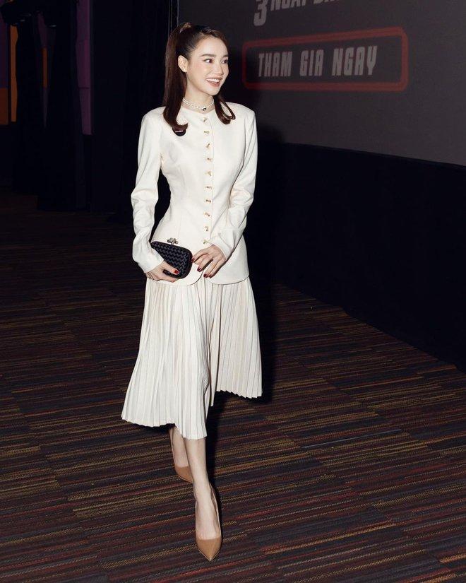 5 mẫu giày hoàn hảo để mix với váy trắng: Vừa tôn dáng hết cỡ, vừa tăng gấp mấy lần vẻ tinh tế và sang chảnh - Ảnh 1.