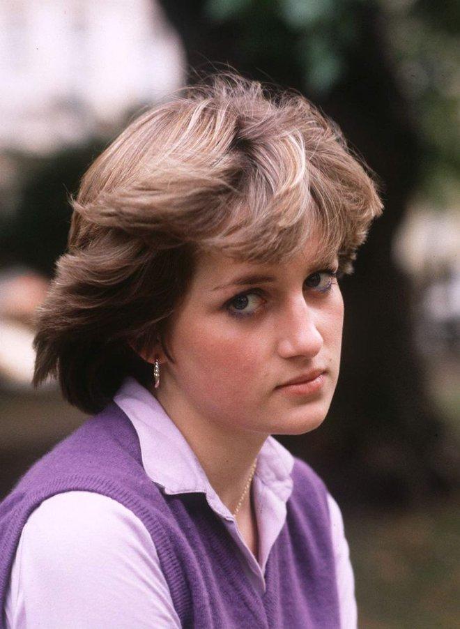 15 bức ảnh không thể quên của Công nương Diana suốt 15 năm chôn chân trong hôn nhân bi kịch: Hạnh phúc chẳng mấy mà sao khổ đau chất đầy? - ảnh 1