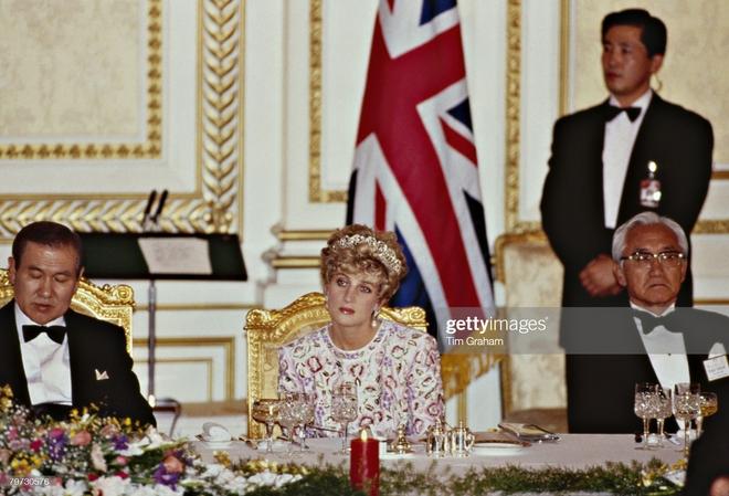 15 bức ảnh không thể quên của Công nương Diana suốt 15 năm chôn chân trong hôn nhân bi kịch: Hạnh phúc chẳng mấy mà sao khổ đau chất đầy? - ảnh 12