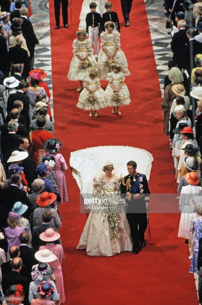 15 bức ảnh không thể quên của Công nương Diana suốt 15 năm chôn chân trong hôn nhân bi kịch: Hạnh phúc chẳng mấy mà sao khổ đau chất đầy? - ảnh 3