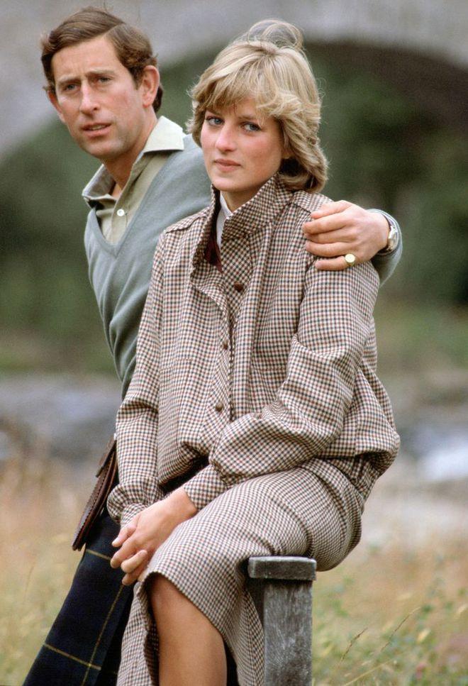 15 bức ảnh không thể quên của Công nương Diana suốt 15 năm chôn chân trong hôn nhân bi kịch: Hạnh phúc chẳng mấy mà sao khổ đau chất đầy? - ảnh 4