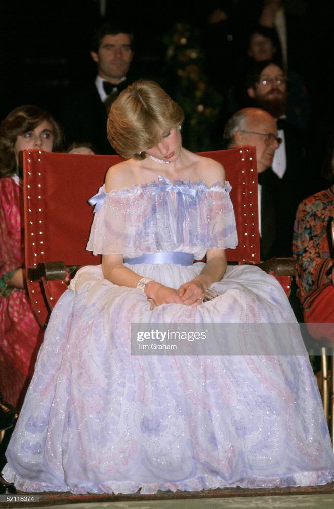 15 bức ảnh không thể quên của Công nương Diana suốt 15 năm chôn chân trong hôn nhân bi kịch: Hạnh phúc chẳng mấy mà sao khổ đau chất đầy? - ảnh 5