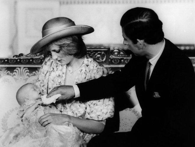 15 bức ảnh không thể quên của Công nương Diana suốt 15 năm chôn chân trong hôn nhân bi kịch: Hạnh phúc chẳng mấy mà sao khổ đau chất đầy? - ảnh 6