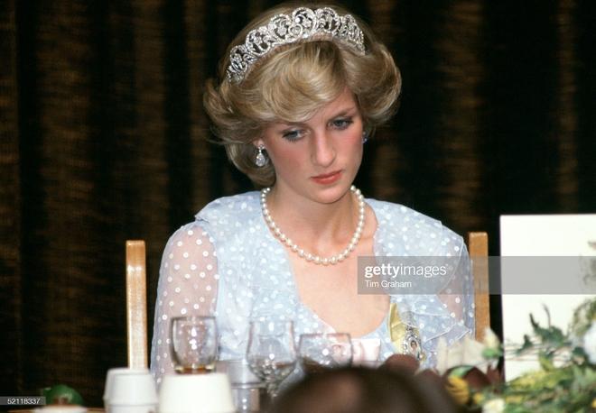 15 bức ảnh không thể quên của Công nương Diana suốt 15 năm chôn chân trong hôn nhân bi kịch: Hạnh phúc chẳng mấy mà sao khổ đau chất đầy? - ảnh 7
