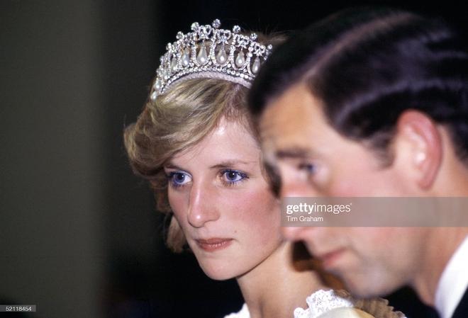 15 bức ảnh không thể quên của Công nương Diana suốt 15 năm chôn chân trong hôn nhân bi kịch: Hạnh phúc chẳng mấy mà sao khổ đau chất đầy? - ảnh 8