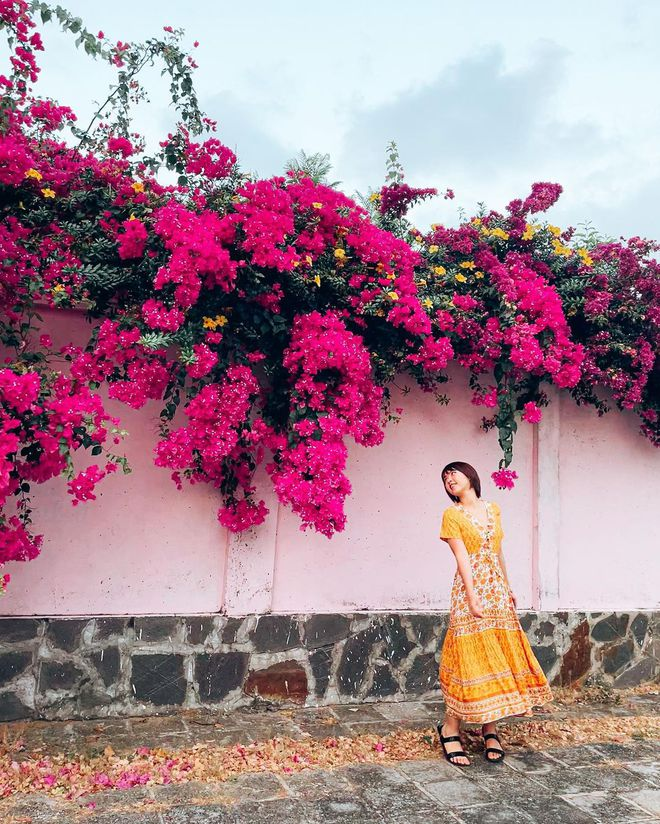 """Paper flower truss """"extreme"""" is causing a storm in Vung Tau because its blooming is so beautiful, people are racing to ask for addresses to check-in - Photo 15."""
