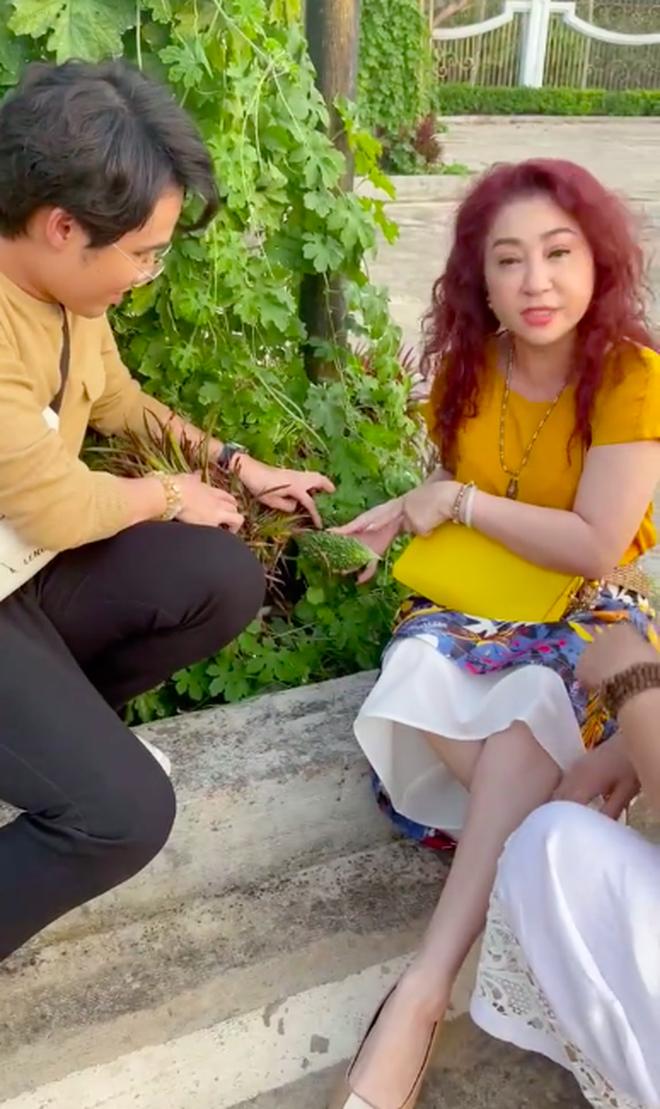Huỳnh Lập kinh ngạc khi thấy loại quả đầy gai xuất hiện trong vườn nhà Hoài Linh, đảm bảo dân thành thị cực hiếm người biết - Ảnh 2.