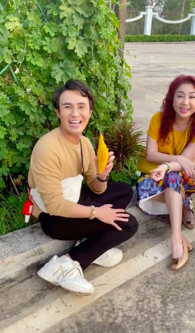 Huỳnh Lập kinh ngạc khi thấy loại quả đầy gai xuất hiện trong vườn nhà Hoài Linh, đảm bảo dân thành thị cực hiếm người biết - Ảnh 3.