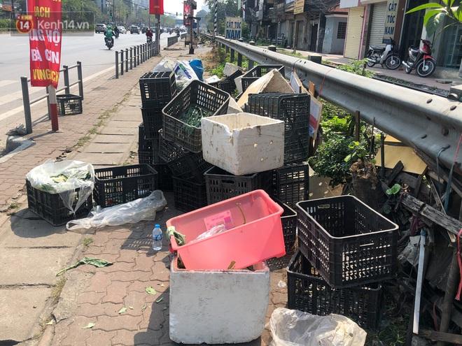 """Người Hà Nội đội nắng, nườm nượp đến giải cứu nông sản cho nông dân Hải Dương: """"15 tấn rau bán hết veo trong vòng vài tiếng"""" - Ảnh 6."""