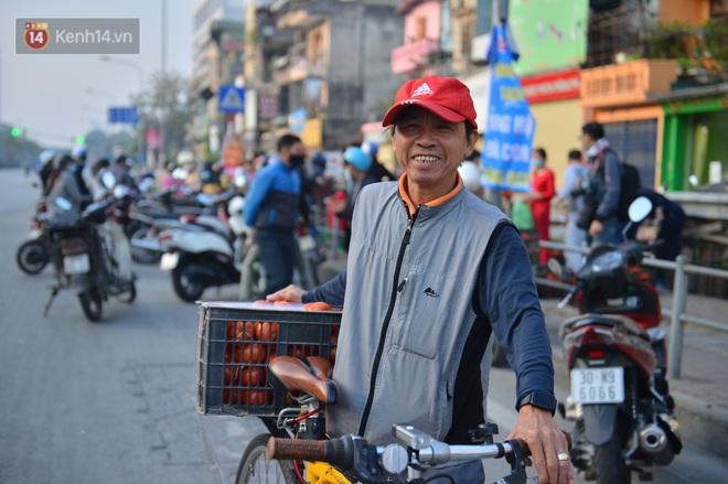 Chuyện người Hà Nội giải cứu hàng chục tấn nông sản: Hàng bán được, bà con Hải Dương mừng lắm - Ảnh 8.