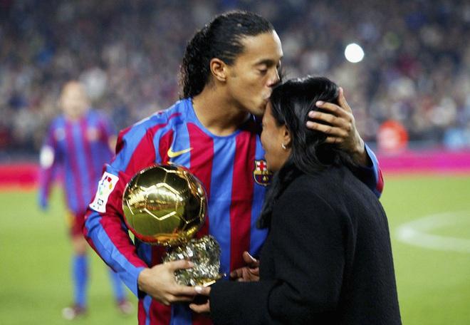 Mẹ Ronaldinho qua đời ở tuổi 71 sau khi nhiễm Covid-19 - ảnh 1