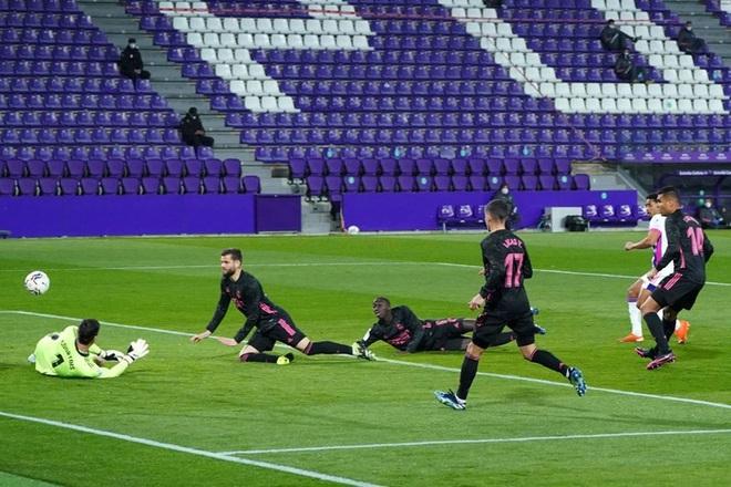 Người hùng ghi bàn duy nhất giúp Real Madrid vất vả thắng đội áp chót, thu hẹp khoảng cách với Atletico trong cuộc đua vô địch - ảnh 3