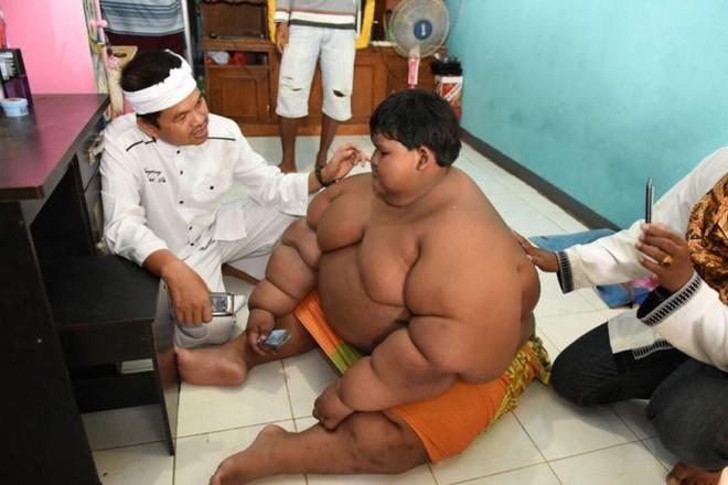 Cậu bé béo nhất thế giới nặng gần 200kg gây choáng với ngoại hình mới chỉ sau 4 năm giảm cân, nhìn hình không ai dám tin là cùng một người - ảnh 5