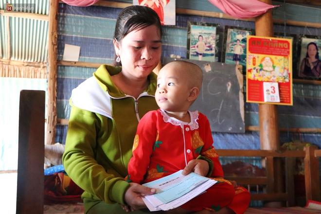 Chồng mất, con gái 3 tuổi mắc ung thư, người phụ nữ ngã quỵ khi chạy khắp xóm không mượn đủ 1 triệu đưa con nhập viện - Ảnh 6.