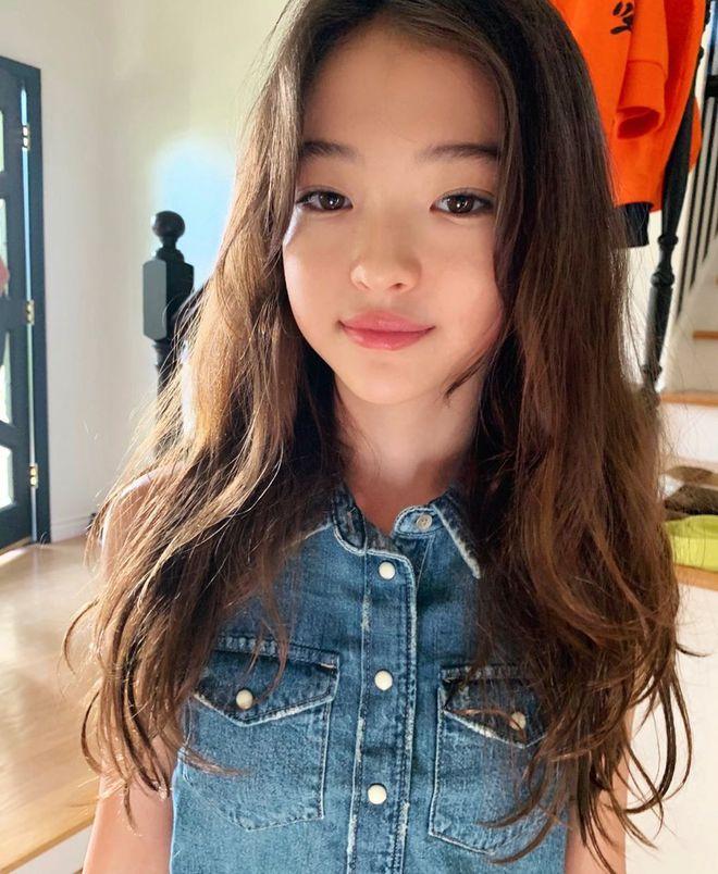 Mẫu nhí đẹp nhất thế giới cũng không thoát khỏi lời nguyền con gái lúc lên Instagram và khi về nhà - ảnh 5
